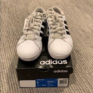 Kids Adidas Baseline sneaker black stripes sz 1